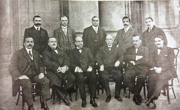 Claustrro de profesores de la Escuela de Nautica de Barcelona en 1915. De pie el segundo por la izquierda, Ernesto Anastasio